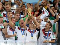 拉姆举起大力神杯 德国第四次夺世界杯冠军
