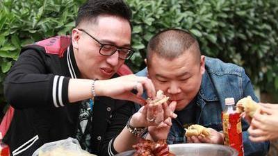 岳云鹏搭档华少寻京城美食 杨迪被罚生吞羊眼欲哭无泪