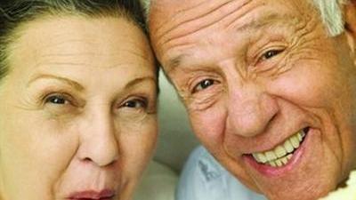 医生教你选假牙 中老年牙齿保健