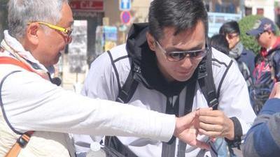 刘烨频频出错放弃拍摄 跳蚤市场爷爷血拼砍价