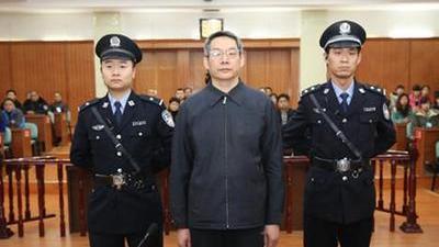 刘铁男一审被判无期徒刑 四百冬泳选手横渡长江