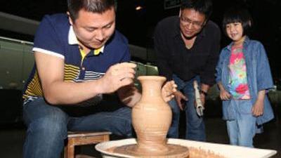 千年工艺复得传 绞胎瓷惊现传人