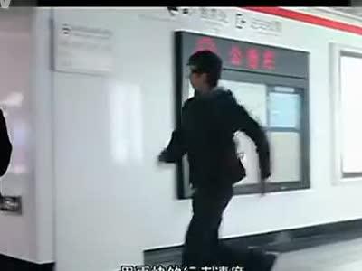 美女在地铁站是怎样被泡到的