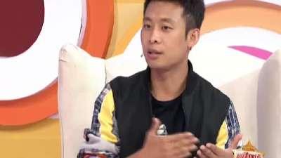 张译讲述遭孙俪海清哄抢 现场与猫咪互动