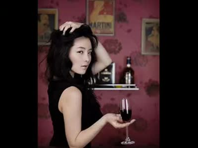 美女与红酒的故事 在线观看