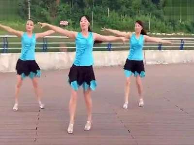 乐奇学习吧拍客美女三人版广场舞示范