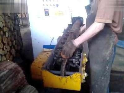 2014木工机械设备自动分中圆木多片锯视频