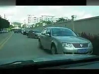 新手讲堂;侧方位停车的实际应用(左侧停车)