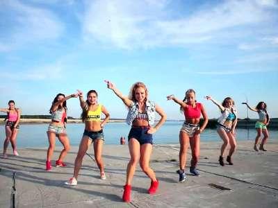 俄罗斯电臀舞美女团